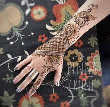 #treatyourselftuesday    Henna Crone